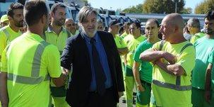 Laurent Nicollin salut les salariés du groupe
