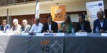Fabrice Lorente (UPVD) et Nadia Pellefigue (Région) entourés des partenaires du projet transfrontalier LLL-Transversalis