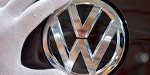 Volkswagen moins confiant sur ses objectifs, le titre chute