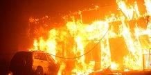 Incendie de foret ravageur dans le nord de la californie