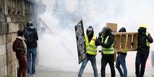 gilets jaunes: la peur de la violence s'installe, selon un sondage