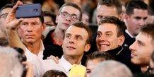 Macron tente d'interesser les jeunes a la politique
