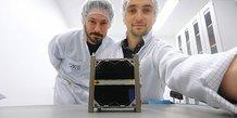 Laélien Rivière et Romain Briand, ingénieur système et ingénieur structure mécanique au Centre Spatial Universitaire de Montpellier