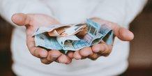 Argent, monnaie, billet, banques, frais, dépenses,