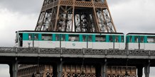 Greve tres suivie a la ratp, paris bloque