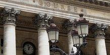 Les bourses europeennes evoluent en baisse