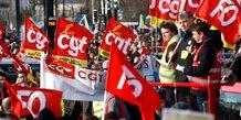 Les syndicats (FO, CGT...) et travailleurs assistent à une manifestation contre le projet de réforme des retraites, à Nantes, le 16 janvier 2020