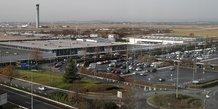 L'aeroport de roissy envisage de fermer son terminal 3, rapporte europe 1
