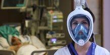 Coronavirus : une infirmière porte le masque de plongée Easybreath de la marque Décathlon