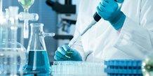 Recherche médicale en laboratoire