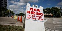 Illustration chômage / emploi / recrutement États-Unis : un panneau indique Nous embauchons, à Miami, en Floride