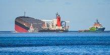 Maree noire a l'ile maurice: le mazout encore a bord du wakashio recupere