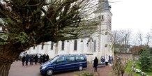 France: giscard a ete inhume a authon, dans l'intimite familiale