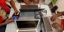 TIC PC Ordinateur laptop technologie smartphone internet jeunes startups informatique électronique général travail coworking
