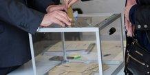 L'assemblee vote le report d'une semaine des elections regionales
