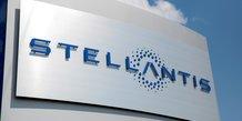 Stellantis: marge record et objectif releve malgre les puces