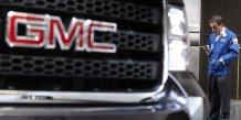 Une voiture General Motors (GMC) garée devant un trader au New York Stock Exchnage (NYCE) à utiliser pour illustrer l'introduction en Bourse de General Motors en 2010