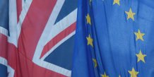 Drapeaux européen et britannique