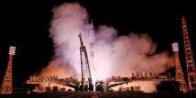 Soyouz met sur orbite un satellite de telecommunications