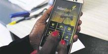 Fintech mobile banking money smartphone téléphone