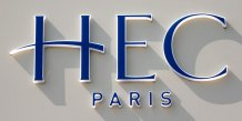Le logo de HEC School of Management, situé à Jouy-en-Josas, près de Paris, en France.