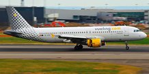 Vueling Airbus A320-214, par Aero Icarus. Via Flickr CC License by.