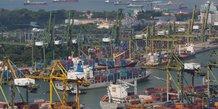 Un navire porte-conteneurs arrive dans un port à Singapour le 28 juin 2017