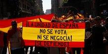 Des milliers de partisans de l'unite espagnole dans les rues de barcelone