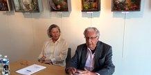 L'artiste Paul Duchein, aux côtés de Marie-Odile Carpentier (commissaire de l'exposition)