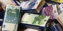 euros, chocolats, billets, bonbons enrobés, monnaie, banque, optimisation fiscale, évasion, fraude, cupidité, goinfrerie,