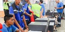 Centrale électrique Madagascar opérateurs industrie énergie ouvriers ingénieurs techniciens salle de contrôle
