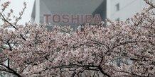 Toshiba acceptera de lever 5 milliards de dollars pour rester cote