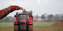 Les agriculteurs defavorises poursuivent les blocages
